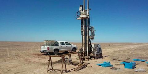 Sondeo geotécnico para una planta termosolar en Camarones, Chile